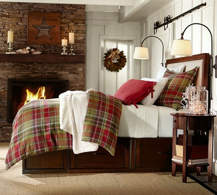 traditionelles-schlafzimmer-mit-wunderschonen-bettwaschen-und-kamin