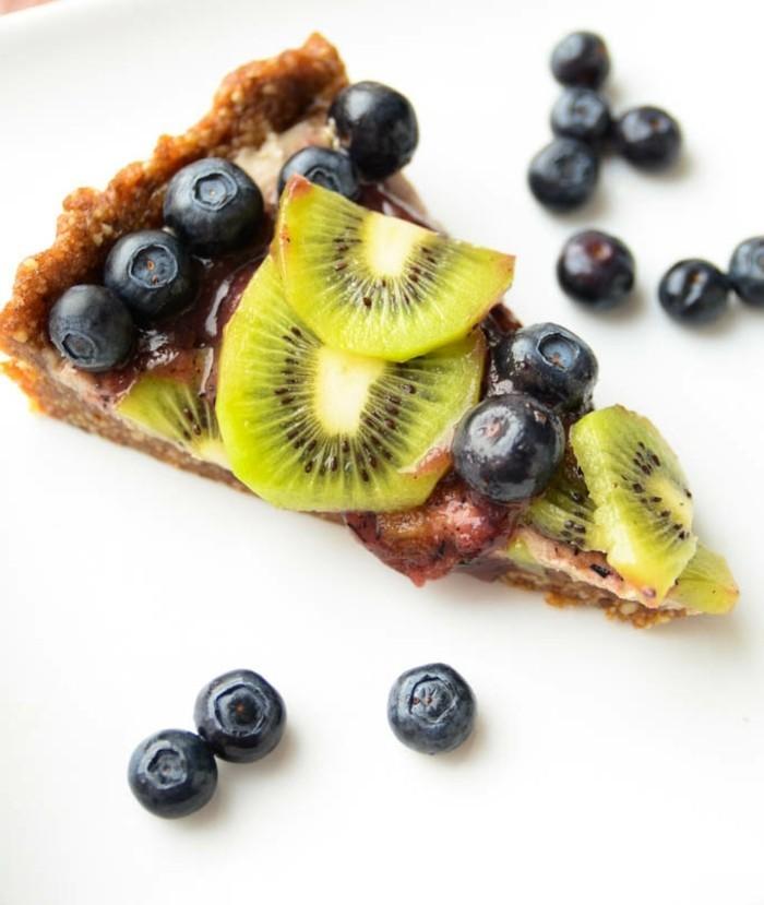 vegane-torte-vegan-fruchte-kiwi-blaubeeren-roh-kochen