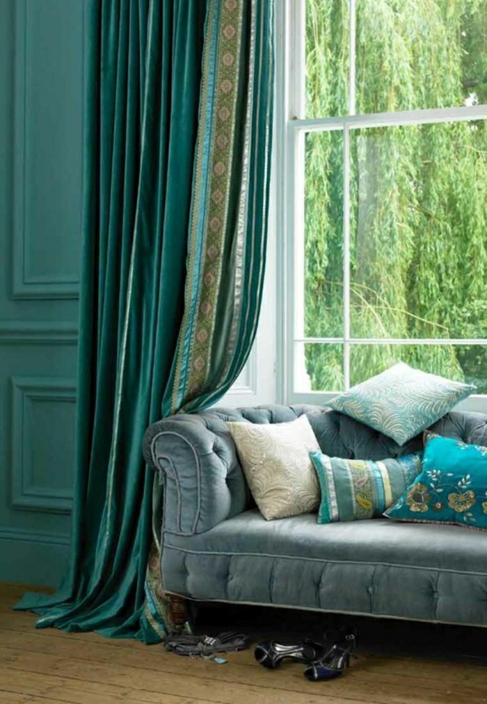 vorhange-aus-samt-turqoaise-wohnzimmer-gardinen-ideen