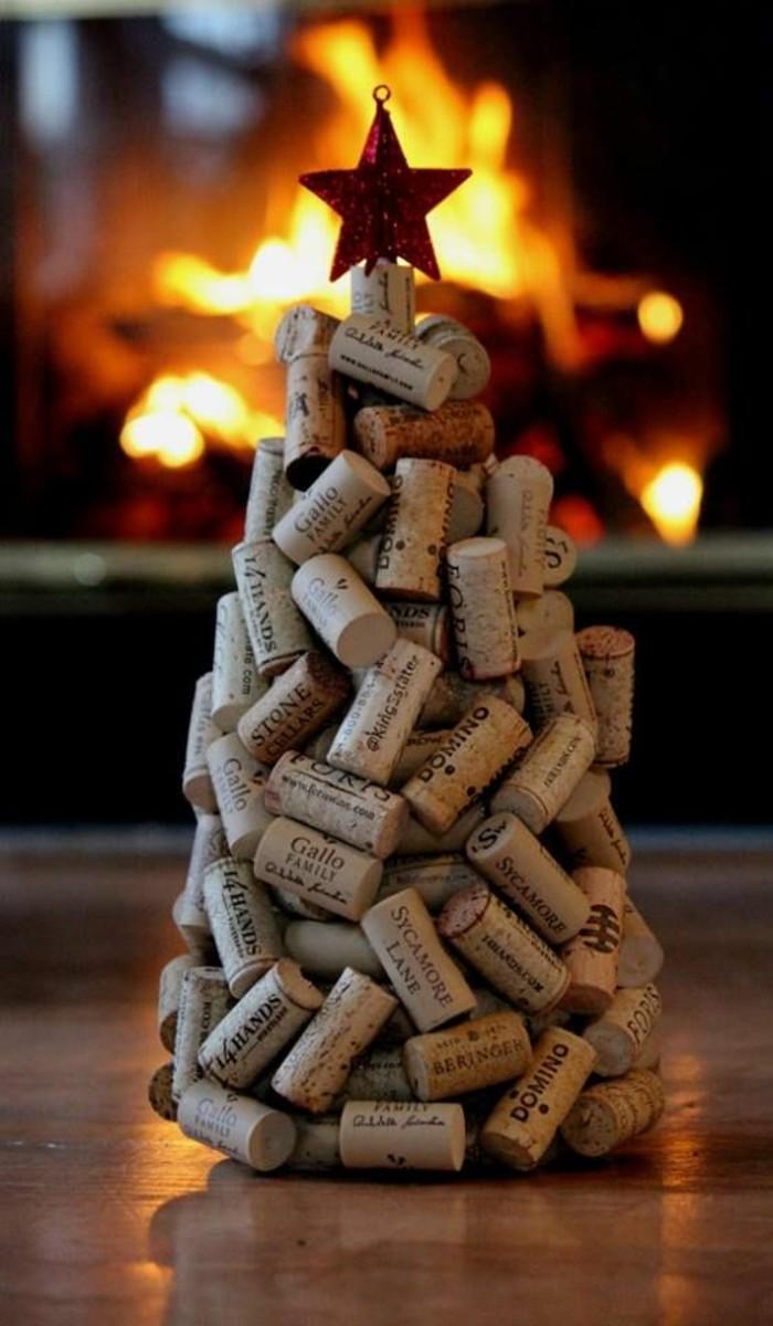 weihnachtendekoration-selber-machen-weihnachtsdeko-selber-machen-weihnachtsbaum-aus-kork