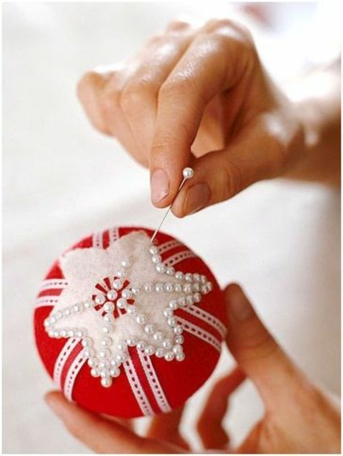 weihnachtendekoration-selber-machen-weinachtsdeko-selber-machen-roter-weichnachtsschmuck