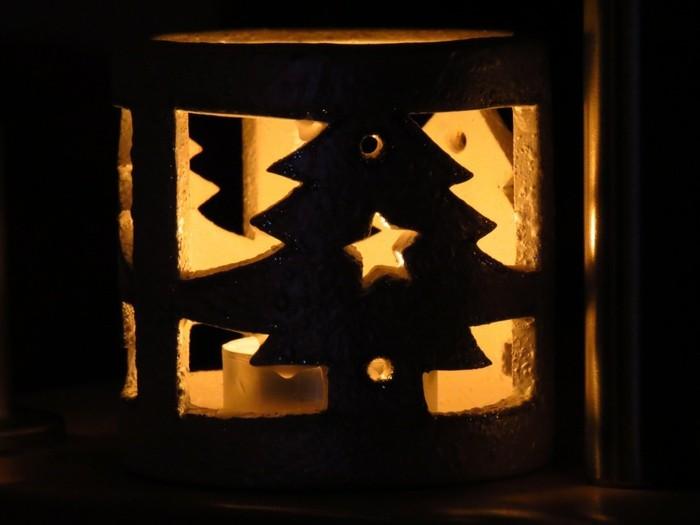 windlichter-weihnachten-mit-tannenbaum-und-stern