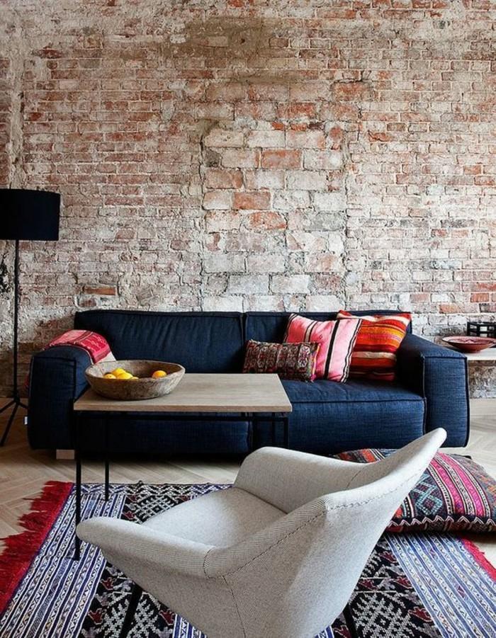 Ein Sofa und noch ein Sessel gehören in jedes noch so kleine ...