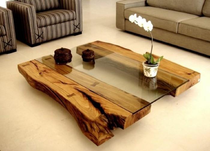 1-diy-moebel-kreative-wohnideen-tisch-aus-holz-und-glas-grauer-sofa