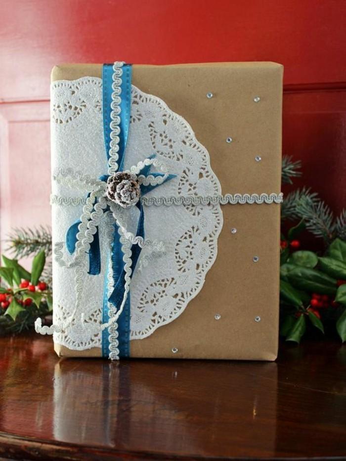 10-geschenkverpackung-geschenkschachtel-mit-blaue-schleife-und-zapfen