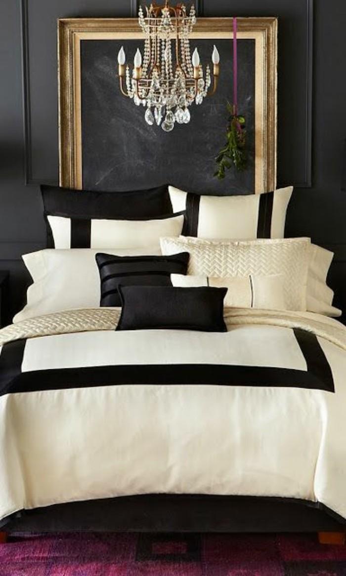 10-gestaltung-schlafzimmer-schwarz-und-weiss-kissen-kronleuchter-aus-kristall