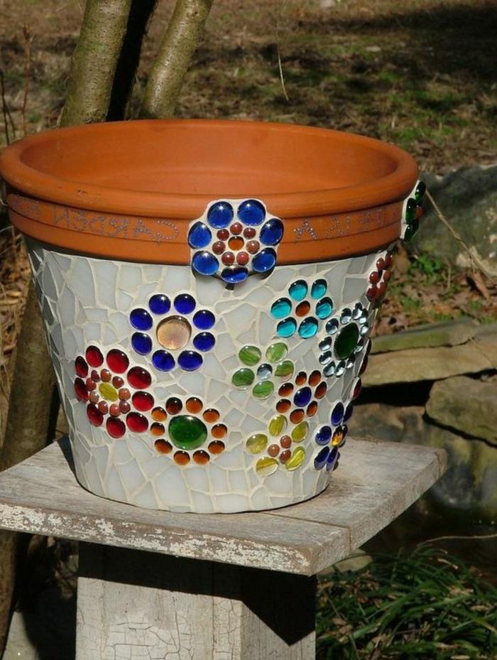 3mosaik-basteln-vase-blumenvase-mosaiksteine-gartendekoration-bunte-mosaik