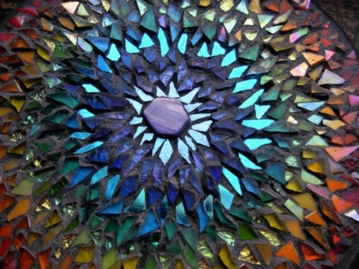 5gebrochene-mosaik-glasmosaik-bunte-mosaiksteine-mosaiksonne-bunte-fliesen