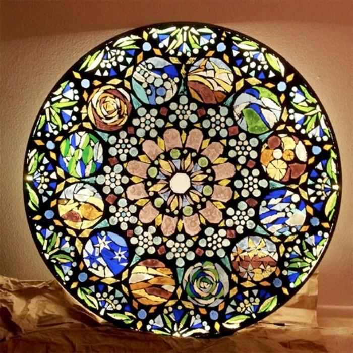 5leuchtende-mosaik-verschiedene-mosaiksteine-blumenmosaik-rundes-mosaik