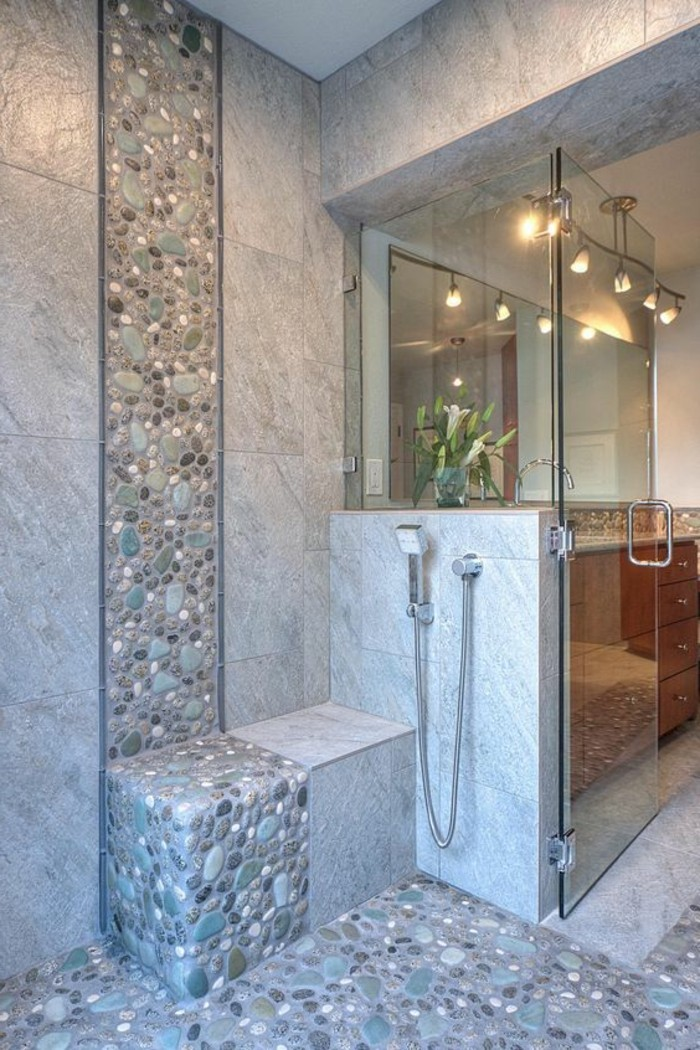 6-badezimmer-deko-baddesign-in-grau-dusche-blumen