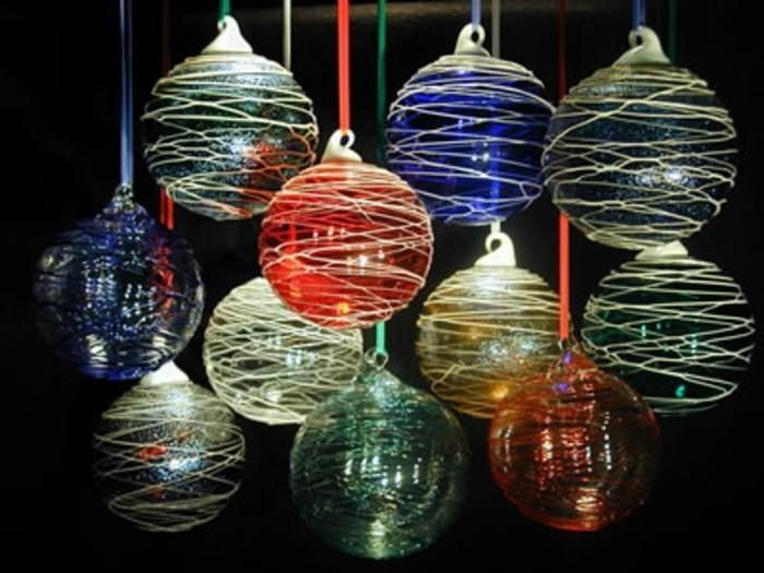 7weihnachtsbaum-schmuck-kugeln-gefaerbtes-glas-weihnachtsdeko-schoene-weihnachtsschmuecke