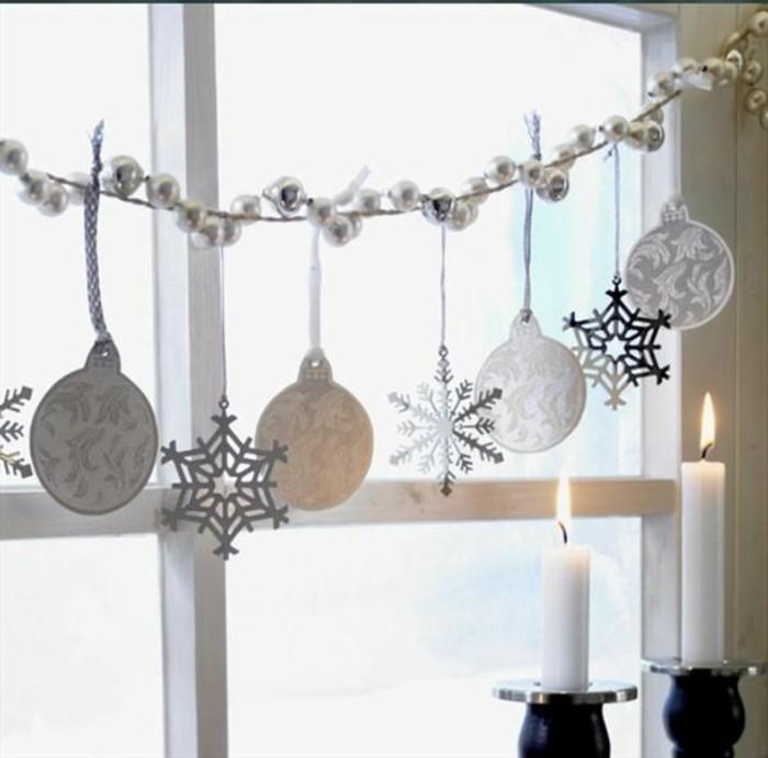 weihnachts-fensterdeko-kerzen-sterne-und-kugel