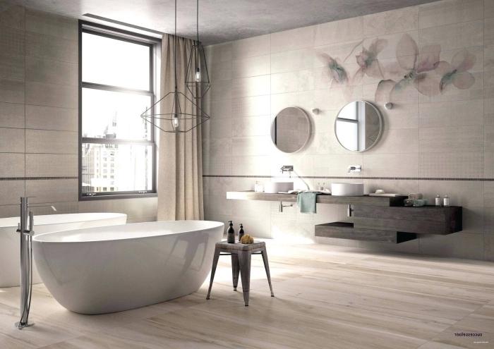bad fliesen ideen bilder, badfliesen mit blumen motiv, badeinrichtung in naturfarben, freistehende badewanne