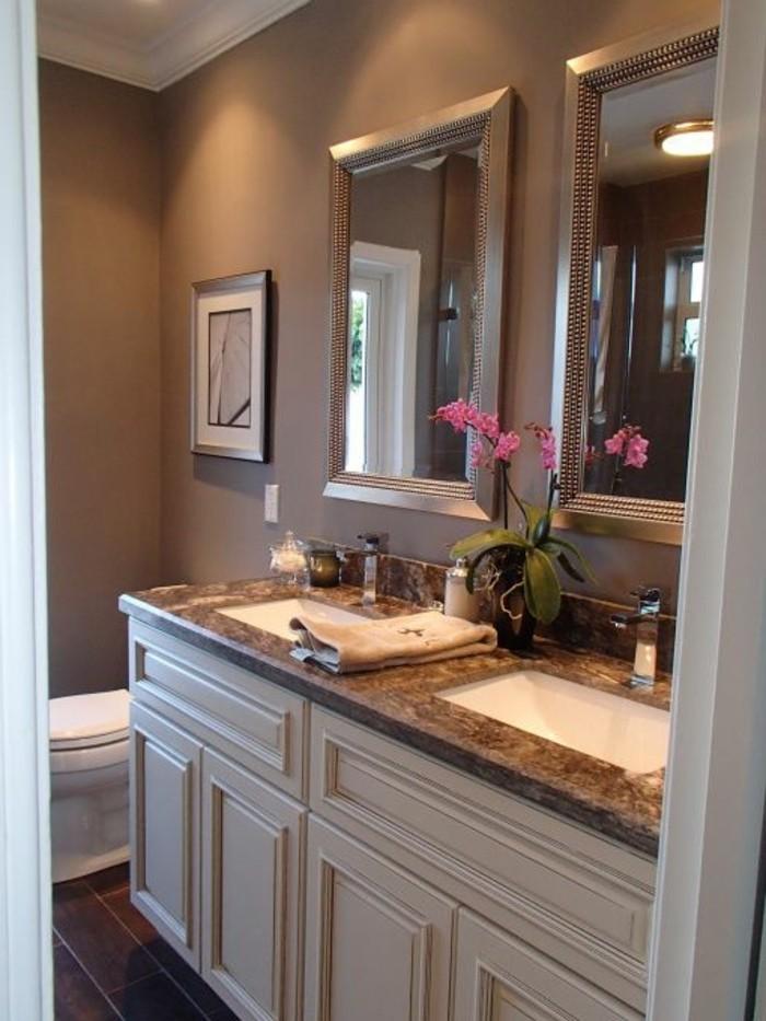 badezimmer-deko-bader-ideen-badezimmer-in-weis-und-brau-deko-mit-rosa-blume