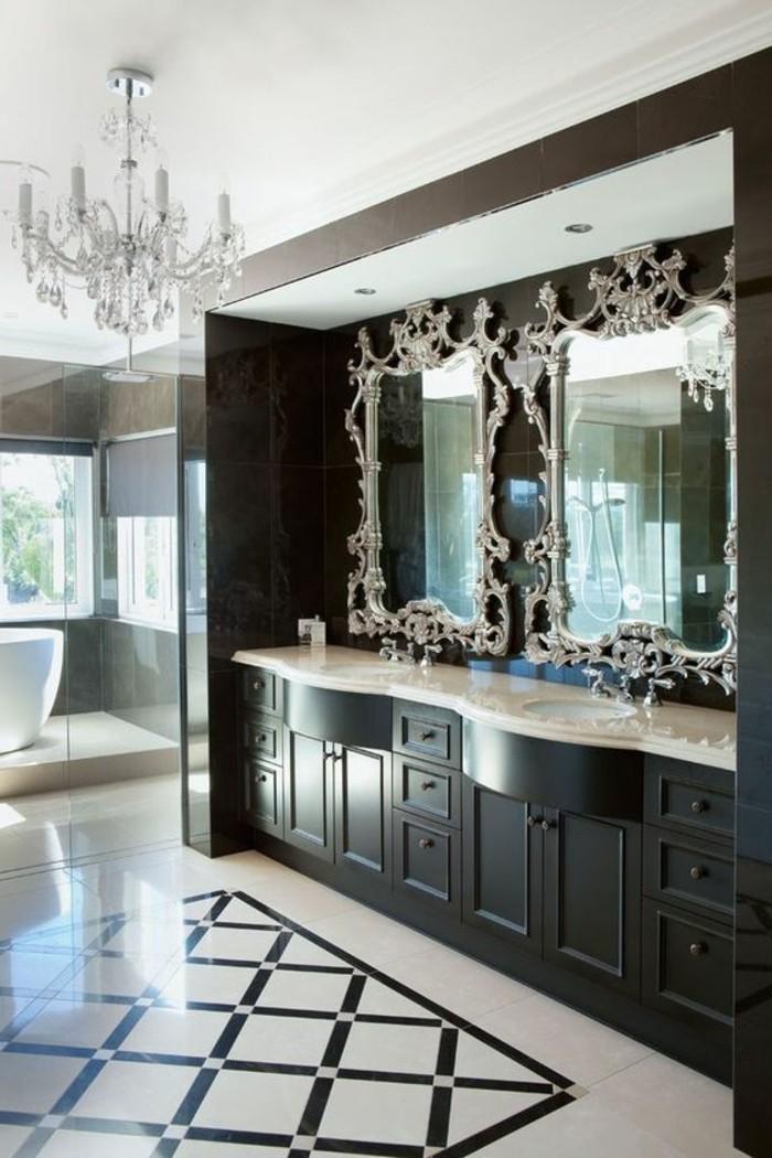 badezimmer-deko-baddesign-in-sxhwarz-und-weis-spiegel-mit-silbernem-rahmen-kronleuchter