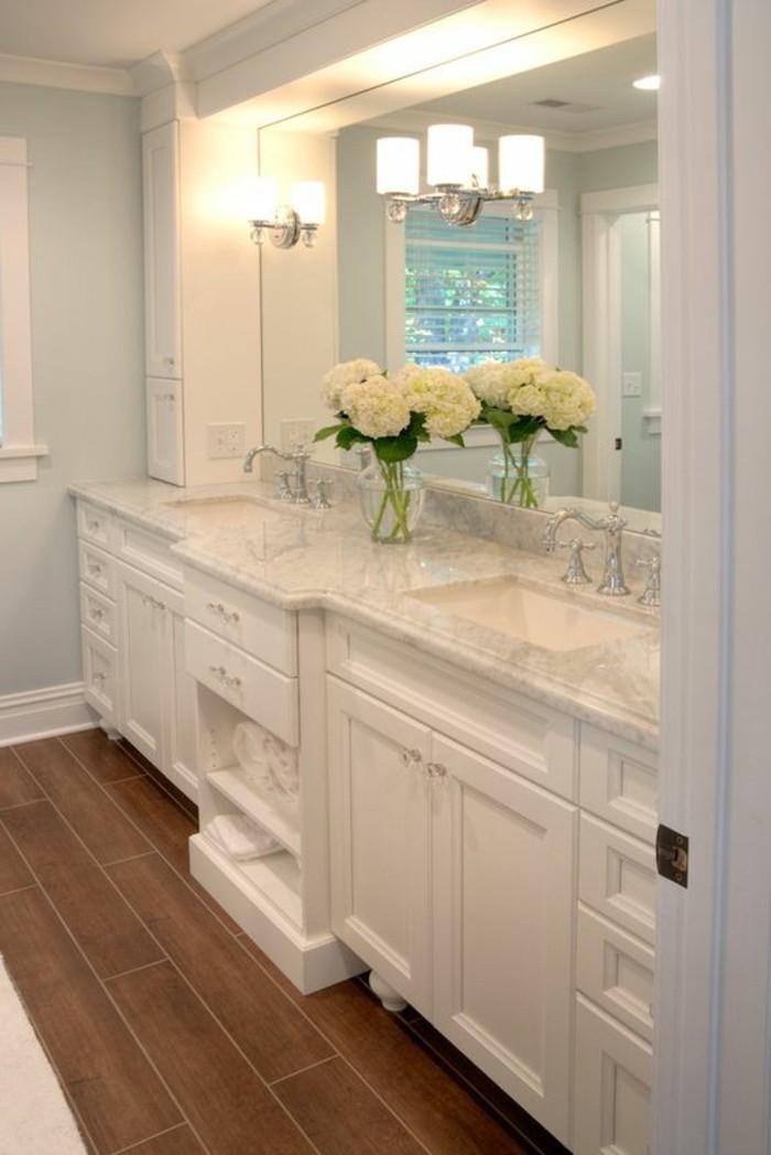 badezimmer-deko-baddesign-in-weis-mit-weisen-blumen