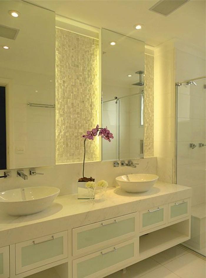 badezimmer-deko-badgestaltung-badezimmer-in-weis-mit-rosa-blume