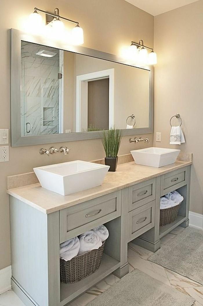 badezimmer-deko-badgestaltung-in-hellgrau-mit-beleuchtung-pflanze