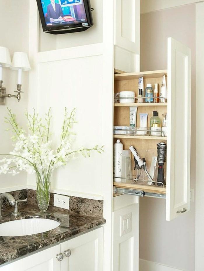 badezimmer-deko-moderne-bader-badezimmer-in-weis-mit-weisen-blummen