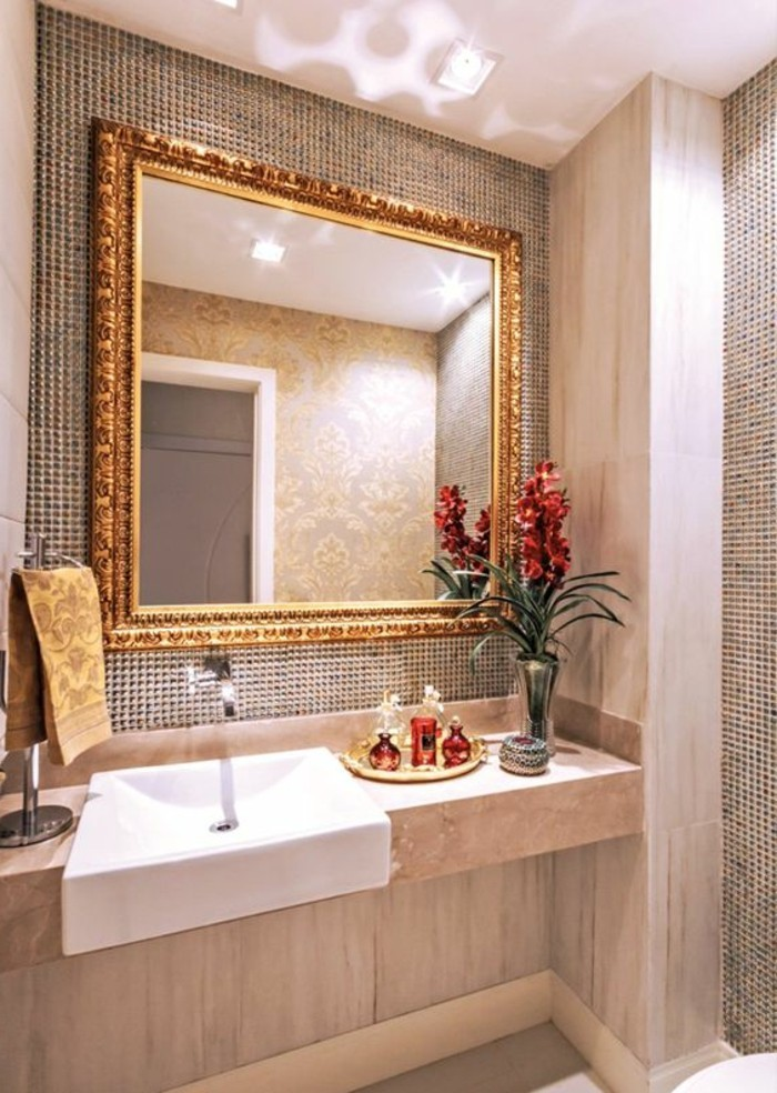 badezimmer-deko-moderne-bader-eckiger-spiegel-rote-blumen