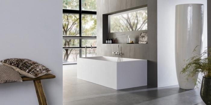 moderne badezimmer einrichtung, eckige badewanne, designer möbel fürs bad, badeinrichtung in minimalistischem stil