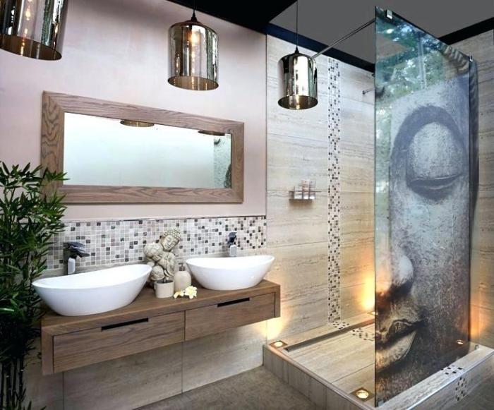 badezimmer gestaltungsideen, bad nach feng shui gestalten, trennwand mit buddha, spiegel mit holzrahmen, mosaikfliesen