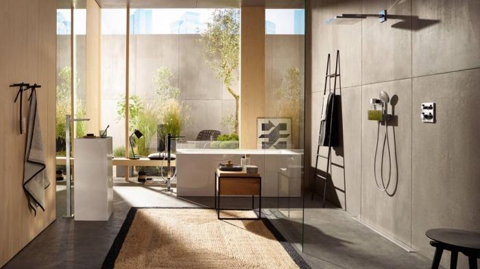 badezimmer gestaltungideen, eckige badewanne, große badfliesen in betonoptik, trennwand aus glas, bad mit dusche