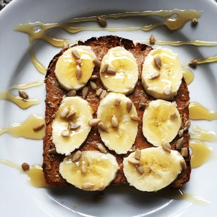 banane-mandel-butter-toast-leckere-rezepte-zum-abnehmen-fruehstueck-n%d0%b0hrhaft