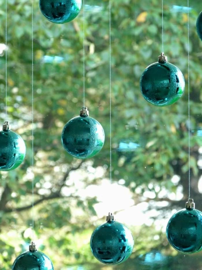 basteltipps-fur-weihnachten-hangende-kugel-als-fensterdeko