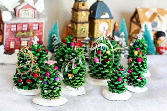 basteltipps-fur-weihnachten-tannenbaume-aus-zapfen