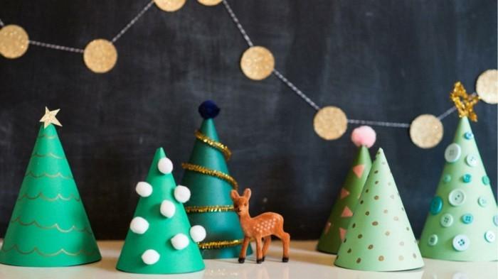 basteltipps-fur-weihnachten-viele-papier-tannenbaume