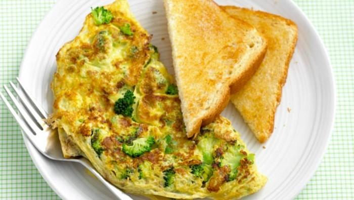 broccoli-brokkoli-feta-omelet-leichtes-abendessen-leichtes-mittagessen-kalorienarm-kochen