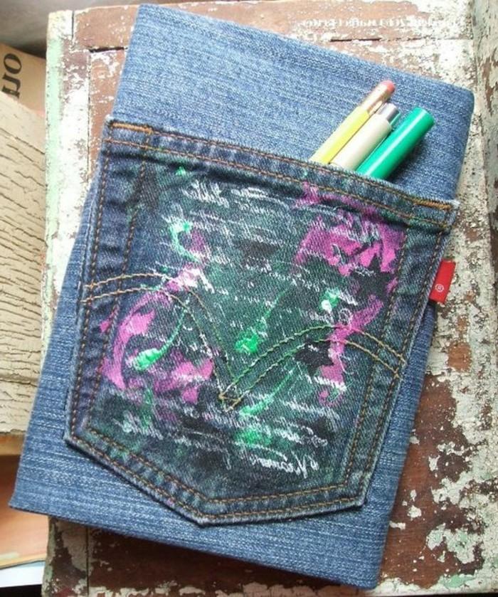 buchumschlag-selber-machen-buchhuelle-naehen-jeans-kulis-lustiges-heft