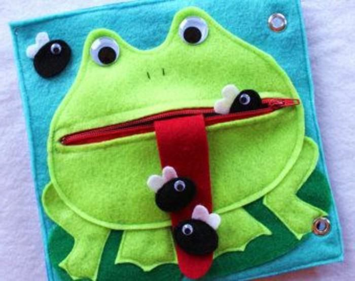 buchumschlag-selber-machen-buchhuelle-naehen-lustige-idee-fur-kinder-frosch