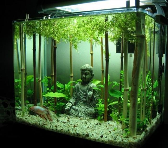 buddha-aquarium-deko-aquarium-mit-bambus-einrichten-groses-viereckiges-aquarium