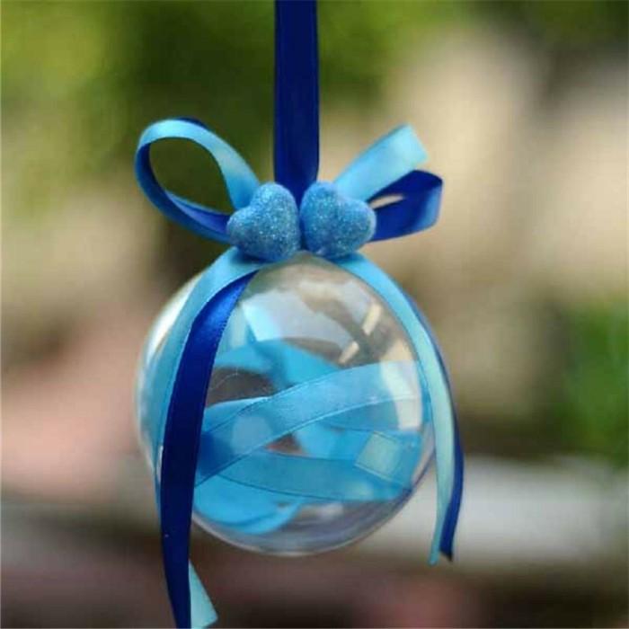 christbaumkugeln-glas-deko-mit-herzchen-blaue-schleife-blaues-band