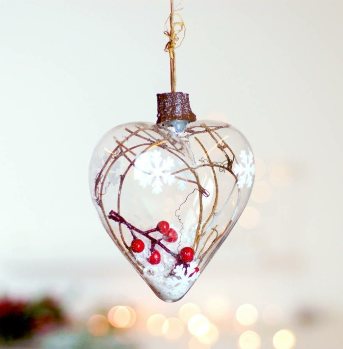 christbaumschmuck-glas-herz-gefuellt-zum-aufhaengen-auf-dem-weihnachtsbaum