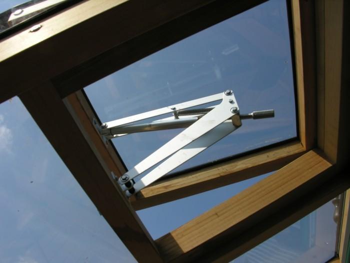 deckenauslasse-treibhaus-ventilation-im-sommer-gewachshausglasundholz