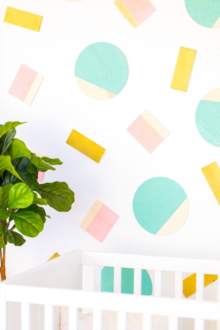 babayzimmer deko, geometrische fguren, deko ideen selbst machen, grüne pflanze, bett