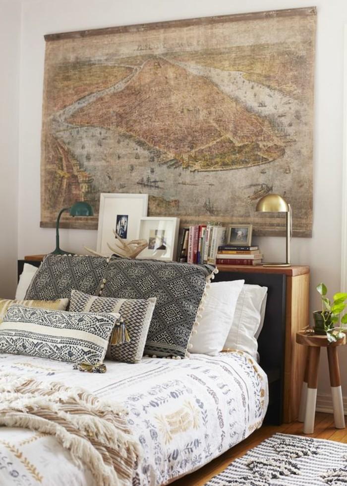 deko-schlafzimmer-bett-retro-stil-karte-kissen-bilder