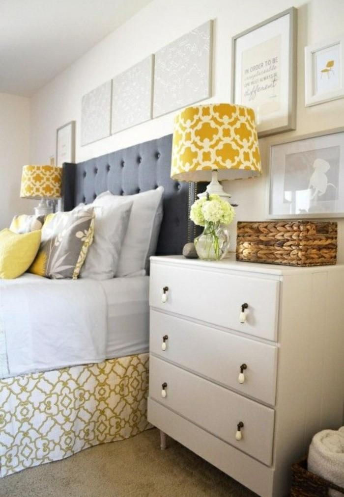 deko-tipps-grau-gelb-weisser-nachtschrank-bilder-blumen-kissen