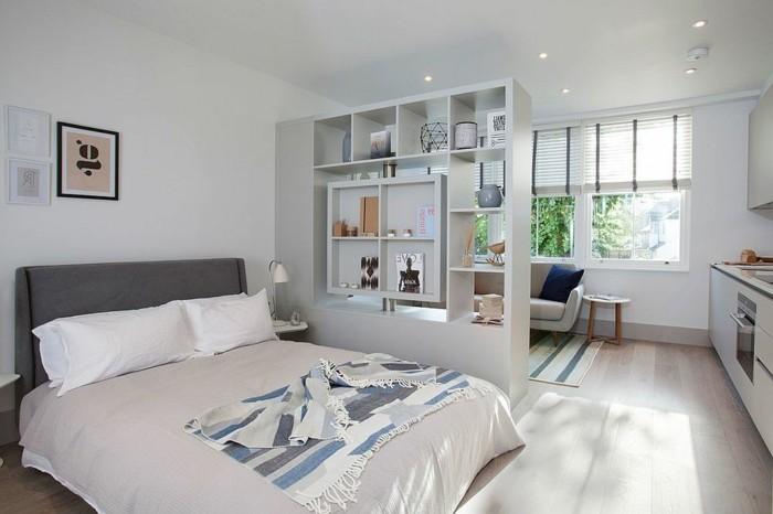 Gut Schlafzimmer Vom Wohnzimmer Trennen. In Einem Album Speichern.  Den Offenen Bucherregal Als Raumteiler Benutzen Optische Raumtrennung
