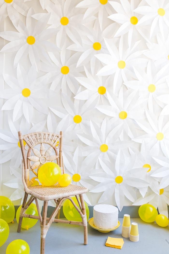 diy ideen, party deko basteln, stühl aus ratan, sommerparty organisieren, wanddeko gänsenblümchen