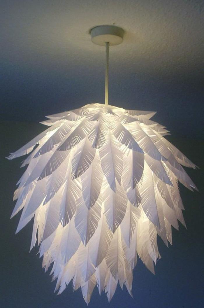 diy-moebel-kreative-wohnideen-kronleuchter-aus-feder-aus-papier