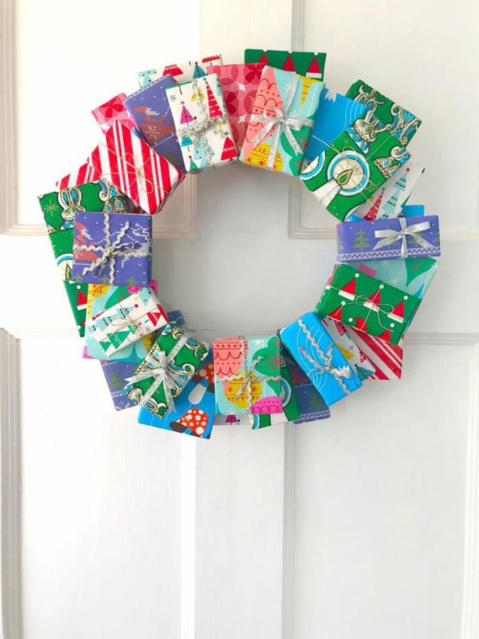 einzigartige deko weihnachten basteln weihnachtskranz selber machen aus kleine geschenken weihnachtsdekoration ideen