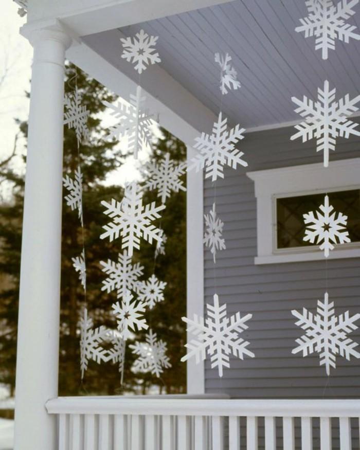 fur-weihnachten-basteln-schneeflocken-aus-papier