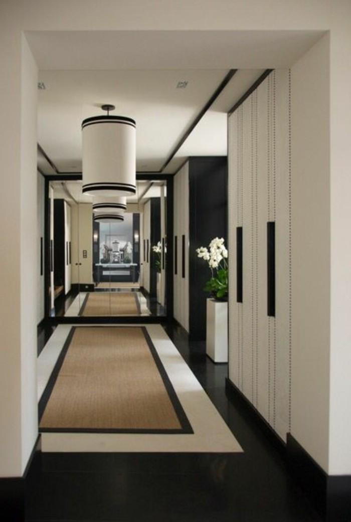 flur-einrichten-farbgestaltung-flur-in-weis-und-schwarz-flurgarderobe-mit-spiegeln