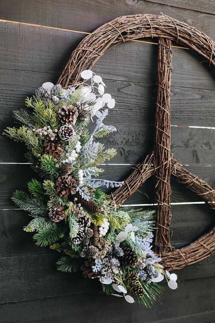 friedenszeichen weihnachtskranz selber machen diy anleitung schritt für schritt deko weihnachten inspiration