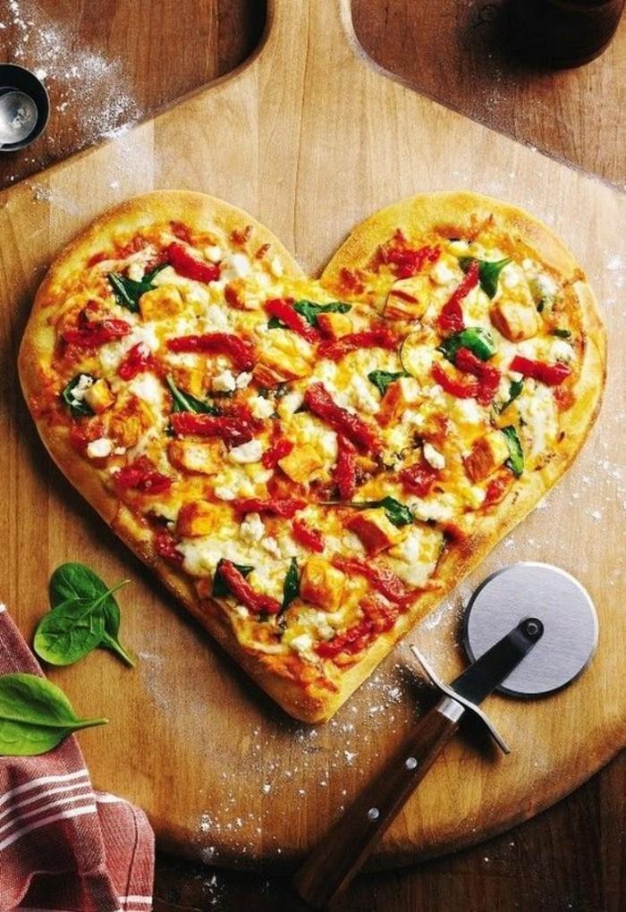 geschenke-aus-der-kuche-ausergewohnliches-geschenk-herz-pizza