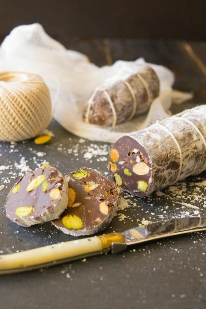 geschenke-aus-der-kuche-salami-aus-schokolade-und-nussen